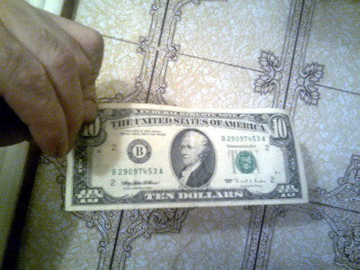 Долари з паспортом?