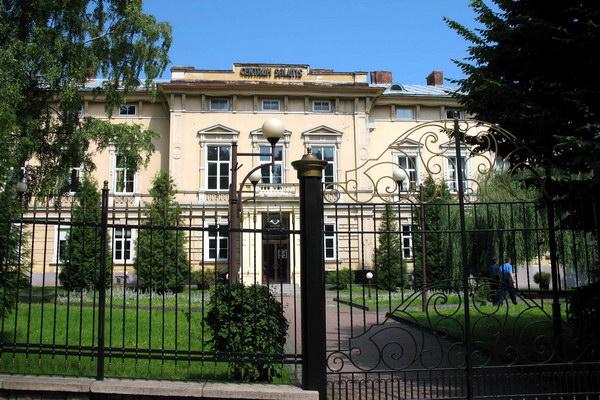 Палац графів Голуховських