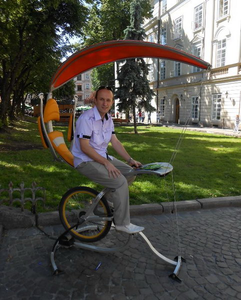 Велогенератор для заряджання мобільного телефону
