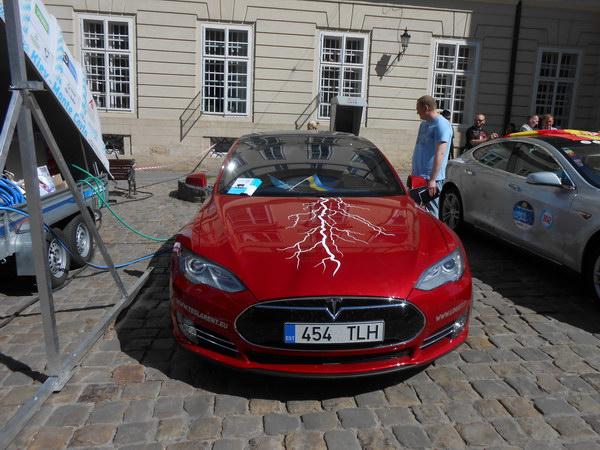 Виставка електромобілів у Львові
