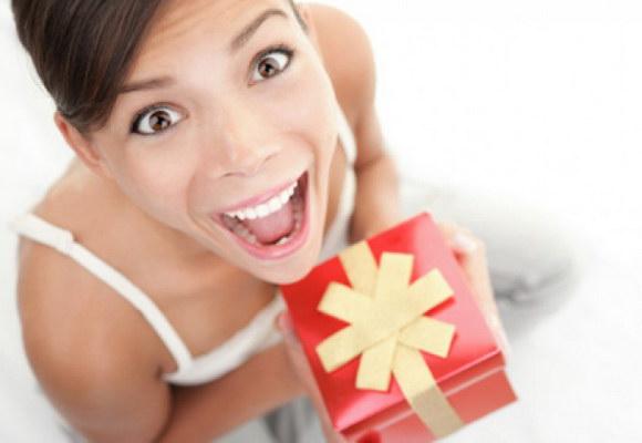 Як вибрати оригінальний подарунок для дівчини