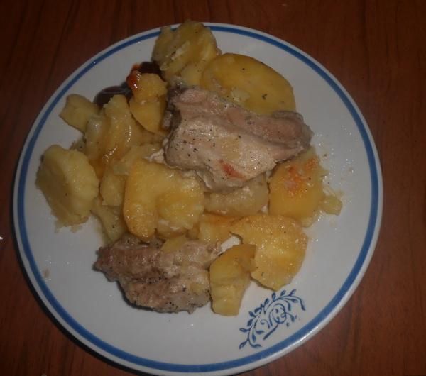 Запечена картопля з ребрами