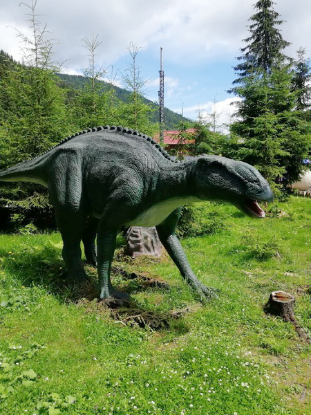 Динозаври в Буковелі