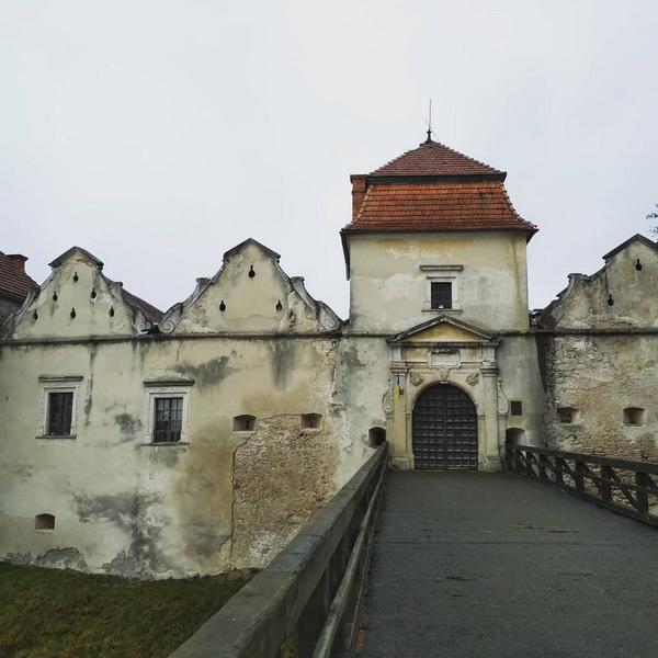 Замок у Свіржі