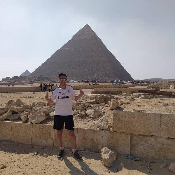 Воробус на пірамідах