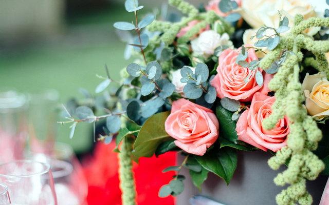 Квіти чоловікам і жінкам – як вибрати букет?